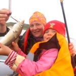 Девчонки тоже любят морскую рыбалку